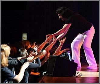 Yanni Concert Fans